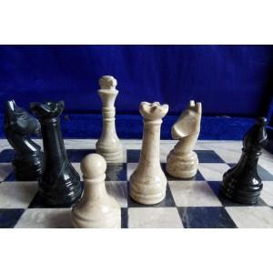 Каменные шахматы 40 х 40 см. черный оникс - яшма
