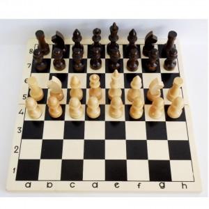 Шахматы деревянные, лакированные, 29 х 29 см.