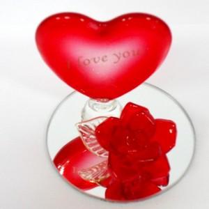 Сувенир Роза с сердцем на зеркальной подставке