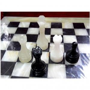 Каменные шахматы из оникса 37 см. чёрные и светлые