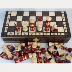 Деревянные резные шахматы 30 см. Воины с круглыми щитами