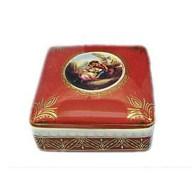 Фарфоровая шкатулка Свидание это небольшой, но полезный и красивый подарок